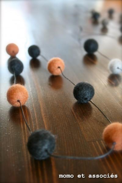 ボンボン首飾り オレンジ&黒